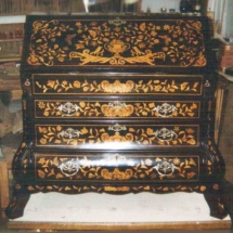 Dutch chest of drawers with marquetry from the 18th century (1)