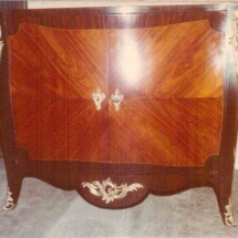 Louis XV style commode 'aile de papillon' from 19th century